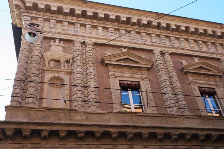 1599px-Bologna_Palazzo_Fantuzzi_295