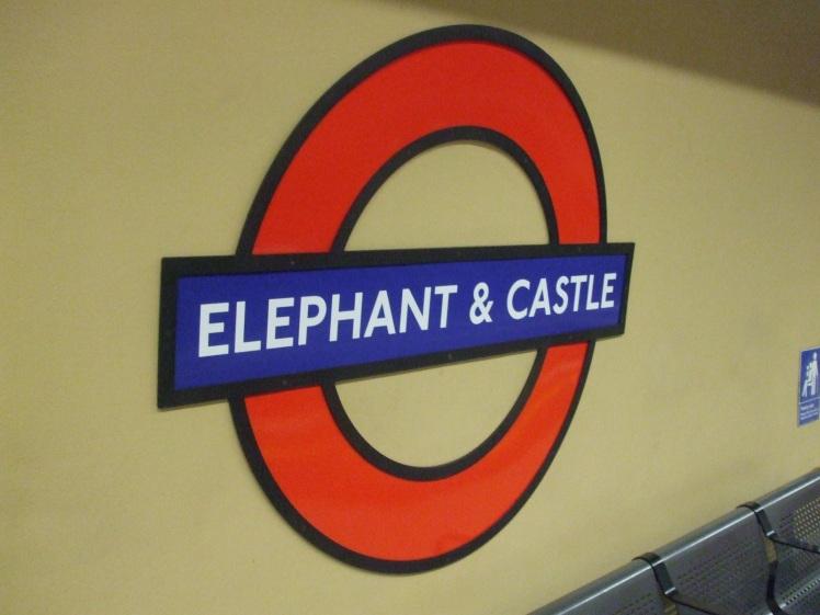 Elephant_&_Castle_stn_Bakerloo_roundel