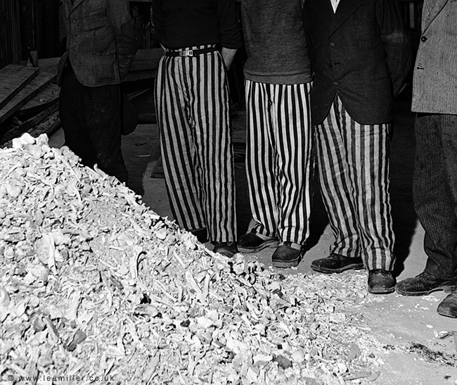 Released_prisoners_in_striped_prison_dress